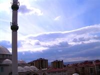 Camii Ve Minaresi, İnsan Silüetleri...