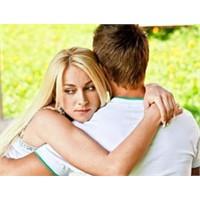 Aşk Sinyallerini Önce Kadınlar Gönderiyor