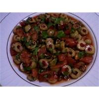 Çok Lezzetli Yeşil Zeytin Salatası