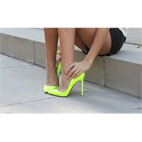 Neon Renk Çılgınlığından Bir Ayakkabı Koleksiyonu