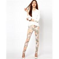 Çiçek Desenli Bayan Pantolon Modelleri