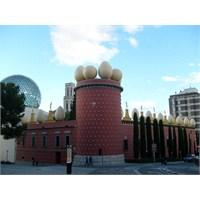 Dali Tiyatro Müzesi / Figueres