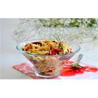 Sebzeli , Cevizli Erişte Salatası