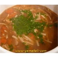 Tel Şehriyeli Domates Çorbası