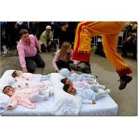 Bebeklerin Üzerinden Atlama Festivali