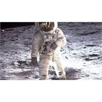 Ay'a Ayak Basan İkinci Kişi