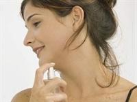 Parfüm Ciltte Leke Yapabilir