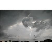Yeni İphone Bulutlar Arasında Mı Gizli?