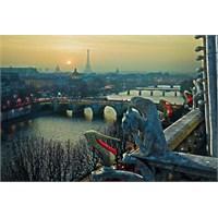 Louboutin'ler Paris Sokaklarında
