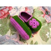 Renkli patikler ayakkabı şeklinde..