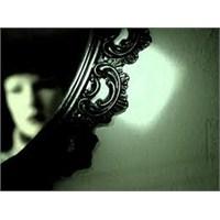 Aynadaki Kırık Suret