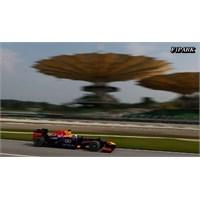 Malezya'da Red Bull Dublesi, Zafer Vettel'in !