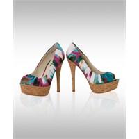 Adil Işık Tasarımları Ve Büyüleyici Ayakkabıları
