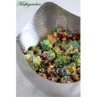 Cheddar Peynirli Brokoli Salatası