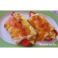Biber Çanağında Tavuklu Milföy Böreği