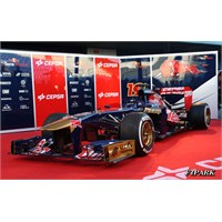 Toro Rosso 2013 Aracı Str8'i Basına Tanıttı