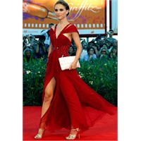 Natalie Portman Kırmızı Halı Stili