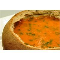 Ekmek Çanağında Köz Biberli Çorba | Oktay Usta