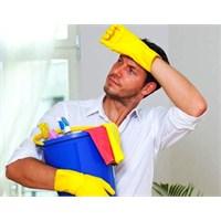 Erkekler Kadınlardan Çok Ev İşi Yapıyorlar