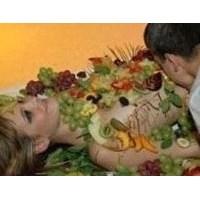 Çıplak Kadın Vücudunda Kebap Servisi…