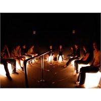 ' Dialogue İn The Dark ' İle Hayata Yeniden Bakın