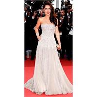 64.Cannes Kırmızı Halı Kıyafetleri
