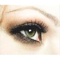 Gözlerin Daha İri Görünmesini Sağlayan Makyaj Öner