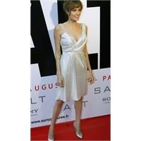 Angelina Jolie yeni filmi Salt gala