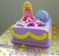 Barbie Ve Makyaj Malzemeleri Pastası