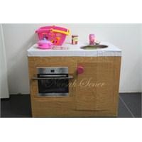 İşte Karton Kutudan Çocuk Mutfağı Yapımı
