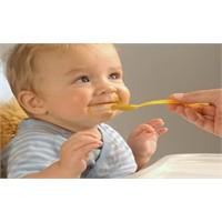 Bebeği Kaşıkla Beslemeyin