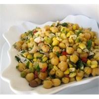 Tavuklu Nohut Salatasi..Disalce