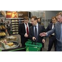 Medvedev, Geleceğin Marketini Gezdi
