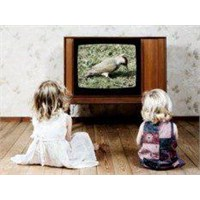 Çocuklara Yemeğini Tv Karşısında Yedirmeyin
