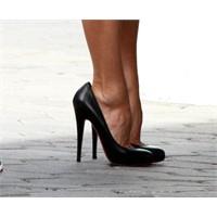 Ünlüler Neden Büyük Ayakkabılar Giyerler?