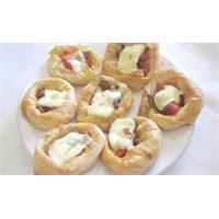 Sucuklu Minik Börekler - Kahvaltıda Şahane