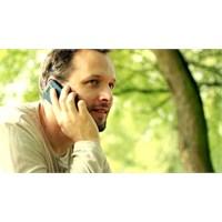 Erkekler Telefonla Daha Fazla Konusuyor