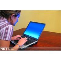 İnterneti Kadınlar evde, erkekler işte kullanıyor
