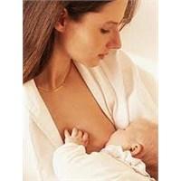 Tüm Dünya Kadınları Bebeklerini Emzirmek İstiyor