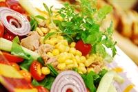Akdeniz Yeşillikleri Salatası