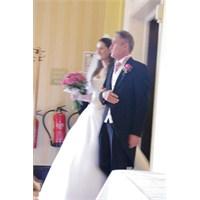 Çerçeveye Koyacak Bir Düğün Resmi Bulamadılar...