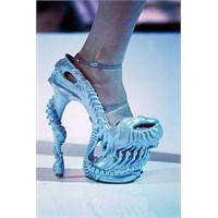 Bunları Ayakkabıları Giymek Cesaret İster