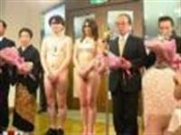 Japon Milyarder Çırılçıplak Düğün Yaptı