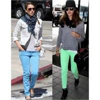 Jessica Alba'nın Renkli Jean Takıntısı