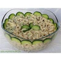 Yoğurtlu Salatalıklı Makarna Salatası