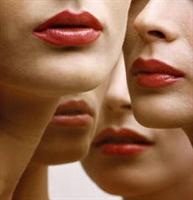 İnce Dudaklı Bayanlara Makyaj Önerileri (video)