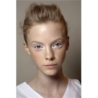 Makyajda Beyaz Eyeliner Modası