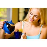 Yemekten Sonra Sıcak Çay İçin