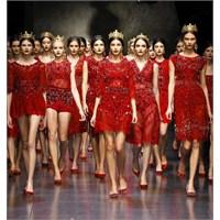 """Dolce Gabbana: """"Vatikan Kırmızısı"""""""