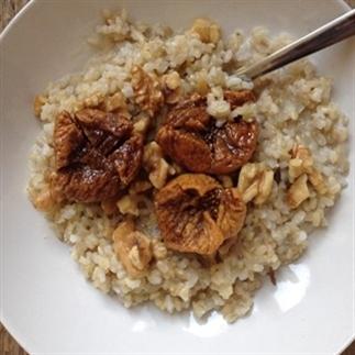 Ontbijtrecept: Kokospap met rijst en dadels